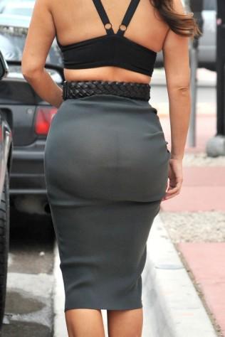Kim-Kardashian with no panties underpants at all. This lady is mental....LOL