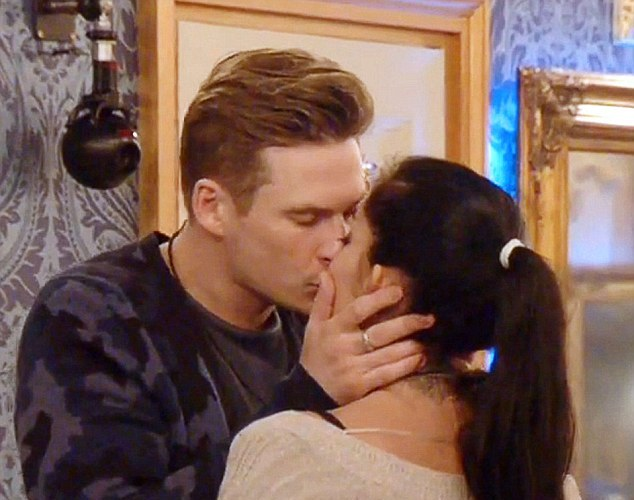 Lee Kissing Jasmine