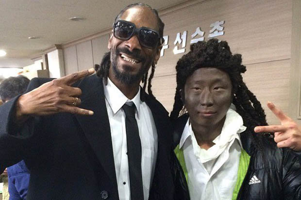 Snoop and Blacked Up Fan