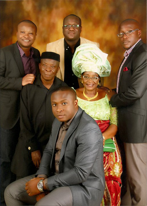 Oluchi's parents and their Soldiers. All boys family, you wan try?